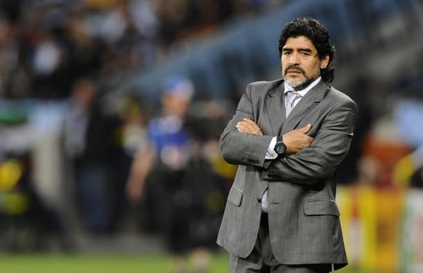 Maradona 'Blatter no ha pateado una pelota en su vida'
