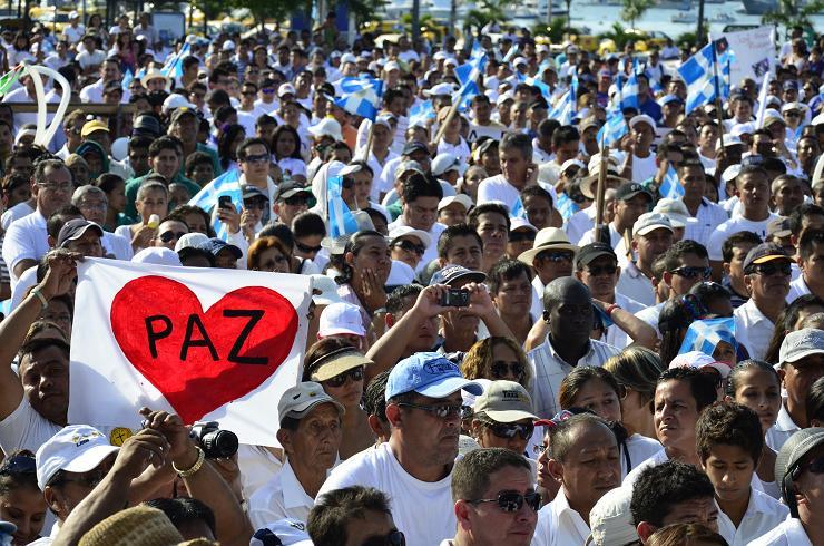 En Manta marcharon miles de personas contra la violencia
