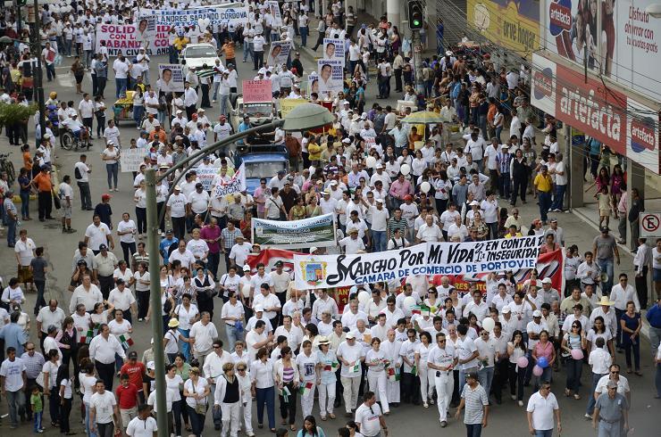 Manabitas marchan en busca de justicia y de paz