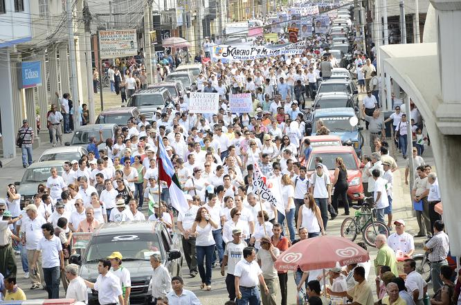 Masiva marcha exige seguridad para Manabí