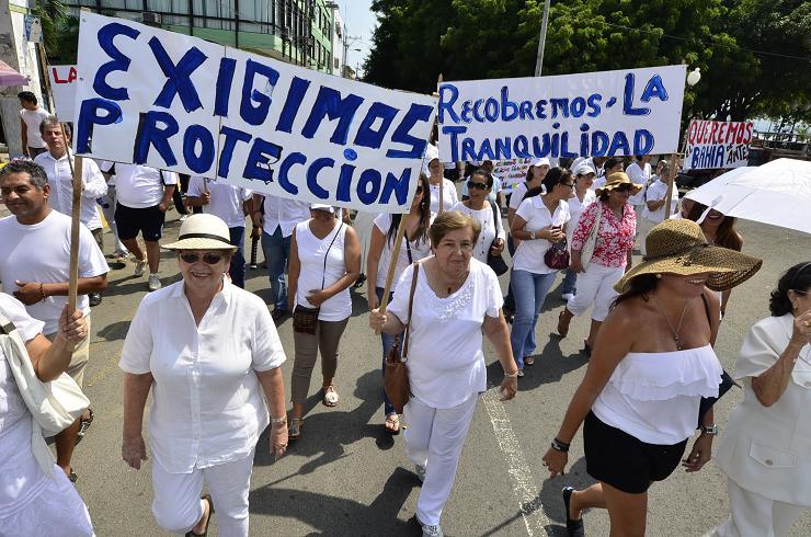 Cientos de personas pidieron 'más seguridad' en Bahía