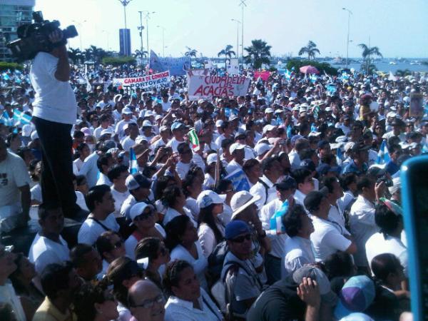 Miles de manabitas marchan contra la delincuencia