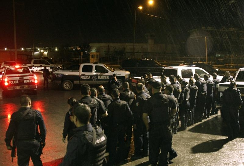 Mueren 17 reos en un enfrentamiento en penal en Juárez