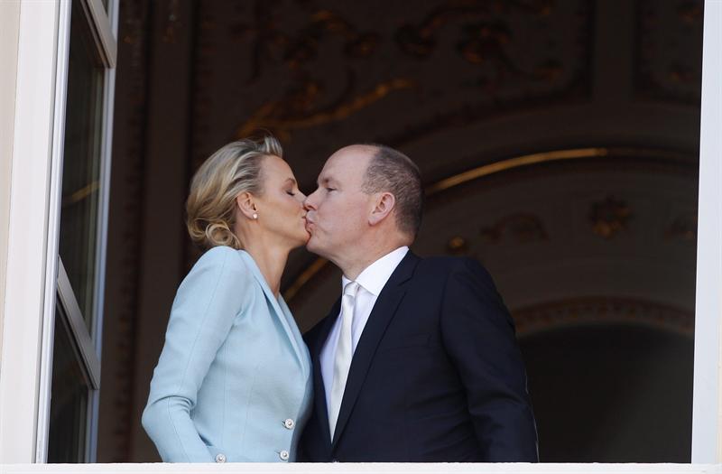 Beso tras la boda