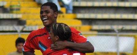 (4-0) El Nacional alcanza su primera victoria de la mano de Véliz, con goleada incluída