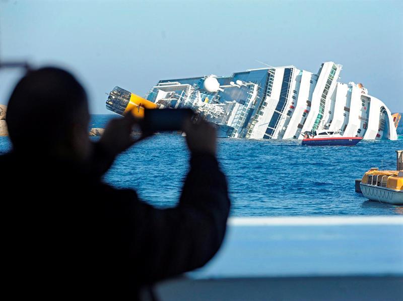 Dos ecuatorianos viajaban en el crucero que naufragó en aguas italianas
