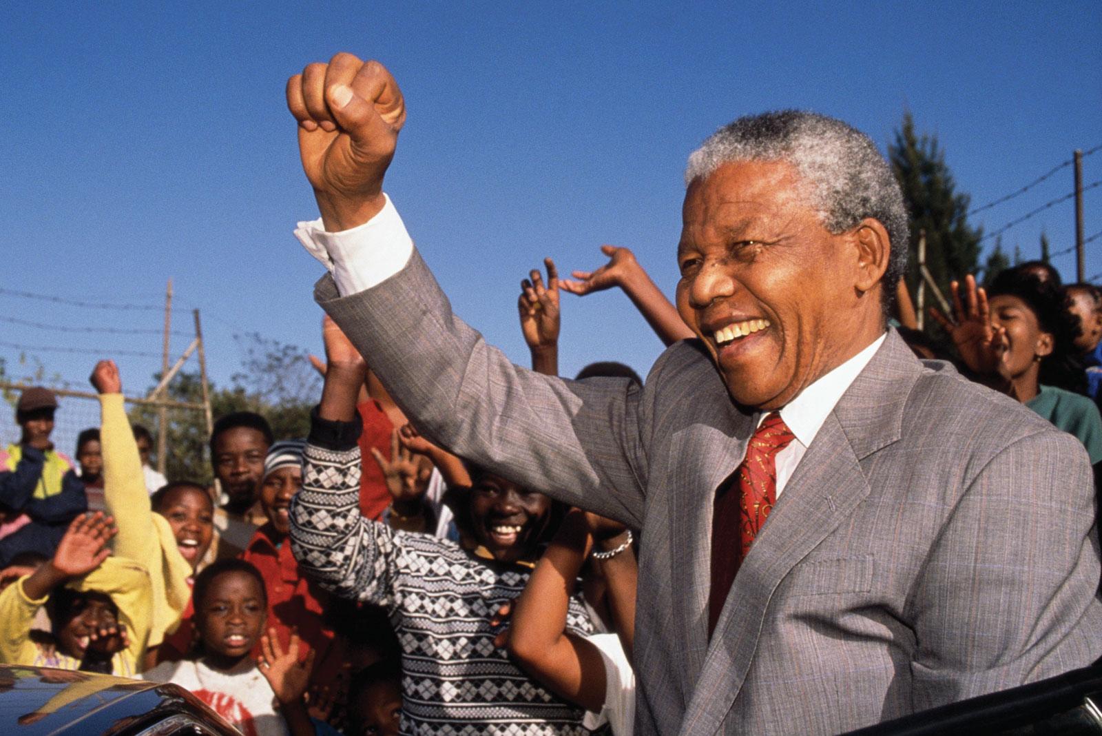 Mandela es hospitalizado por una 'recaída de su infección pulmonar'