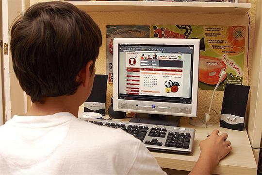 Investigan la relación entre un juego de Internet y la muerte de ocho adolescentes