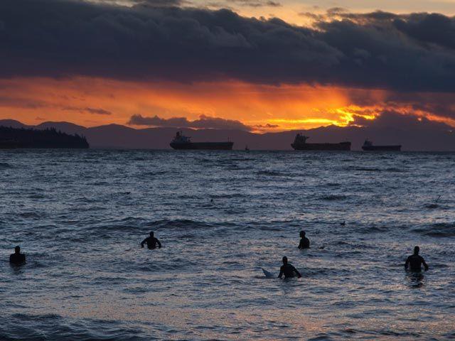 en las frías aguas de la Bahía Inglesa al norte de Vancouver