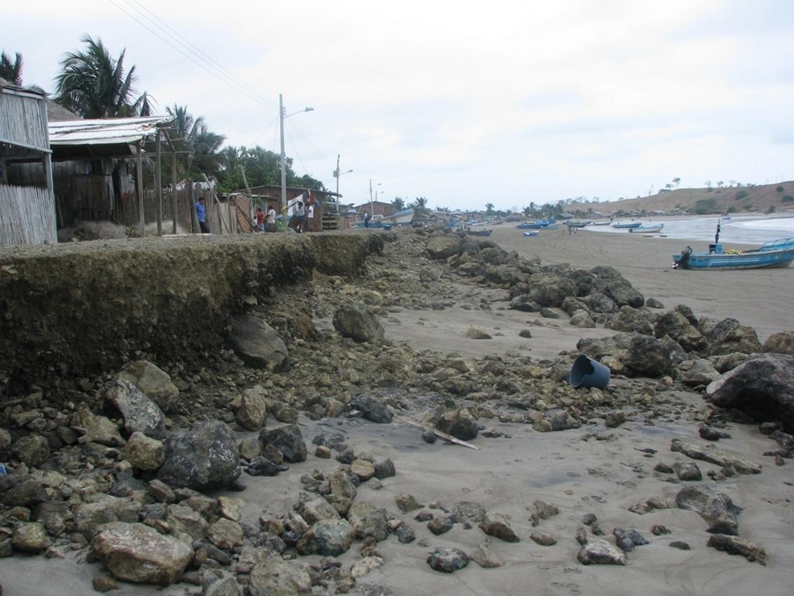 Mar arremete contra La Chorrera y destruye muro
