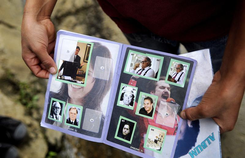 Colección de cromos sobre la vida de Pablo Escobar indigna Medellín