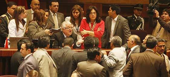 Oposición no consiguió votos para anular actuación de Panchana