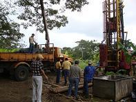 Perforan y dan mantenimiento a pozos para captar agua