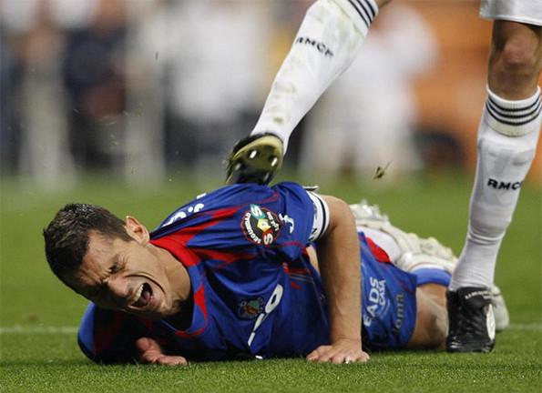 Barça: Denuncian a Pepe por darle mal ejemplo a un niño