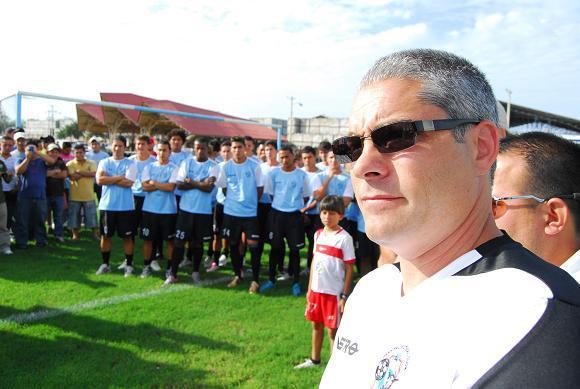 Perrone dice que viene a triunfar en el Manta FC
