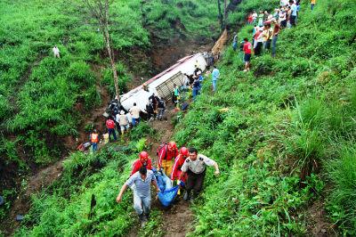 37 fallecidos y 31 heridos sería el saldo del trágico accidente en Flavio Alfaro (actualizado)