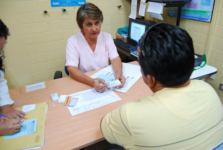 Hospital civil entrega la píldora del día después