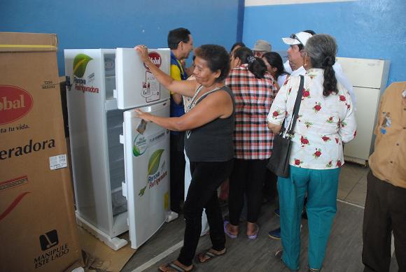 Entregan refrigeradoras con el programa Renovadora