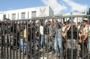 Más de 100 policías multados por uso de bienes públicos