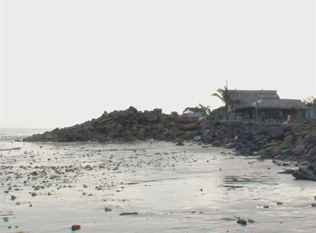 Olas de 5 metros causan daños en el norte esmeraldeño