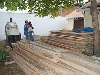 Proponen utilizar madera decomisada