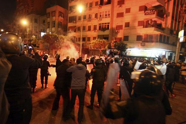 Opositores y simpatizantes se enfrentan en El Cairo