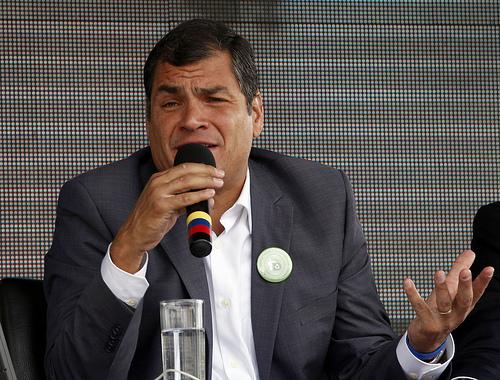 Correa se disculpa por su comentario de 'badea' con la comunidad homosexual