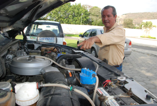 EICA apoyará proyecto de carros híbridos de inventor portovejense
