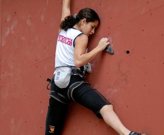Hija del presidente, Rafael Correa, participó en campeonato de escalada en Portoviejo
