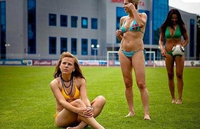Rusas proponen jugar un partido de fútbol en bikini