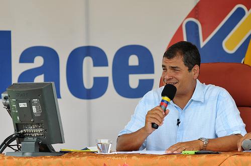 Correa congela salarios de autoridades de Gobierno