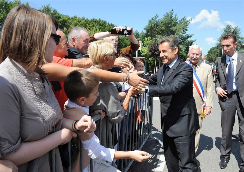 Agreden a Sarkozy durante visita fuera de París