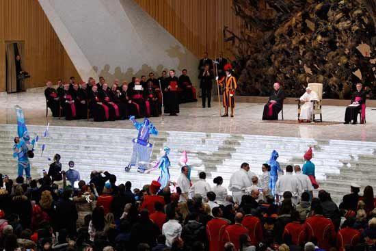 Benedicto XVI se divierte con espectáculo circense