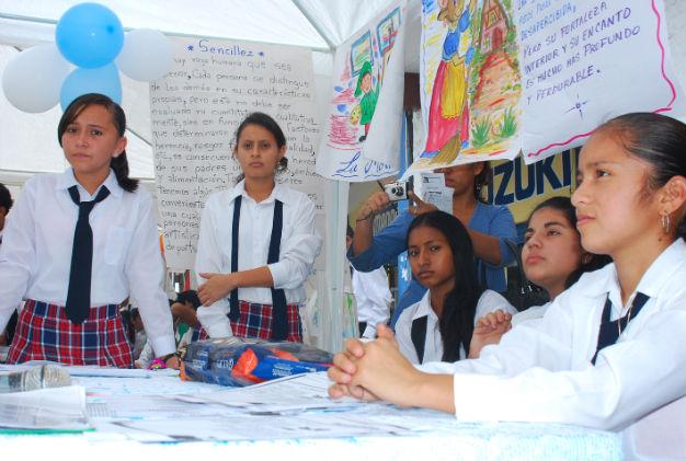 Semana cultural en el Colegio Juan Montalvo