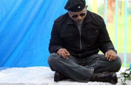 Fanático del 'Che' muere y familiares lo velan 'sentado'