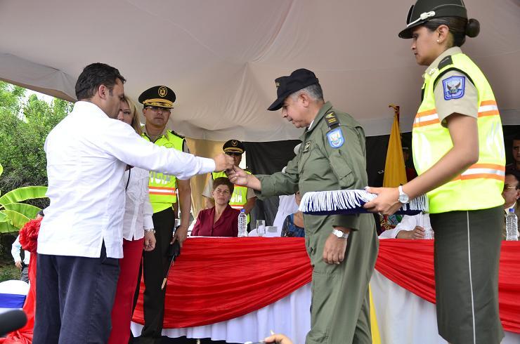 Ministro del Interior entregó helicóptero para Manabí