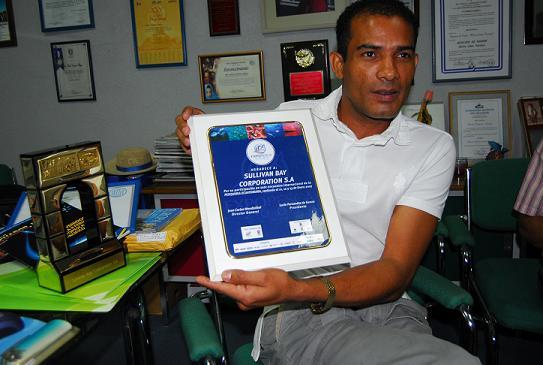 Manabita recibe premio Arco de Europa