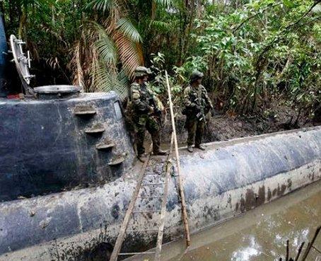 Narcos hunden un sumergible en la isla Puná