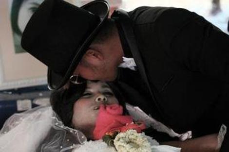 Un tailandés se casa con el cadáver de su novia muerta