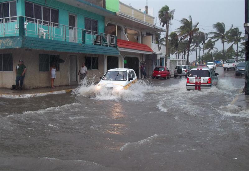 Un muerto y fuertes lluvias deja 'Arlene'