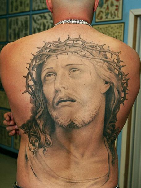 Iglesia abrió tienda de tatuajes para atraer fieles