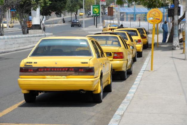 Operativos contra los taxis piratas