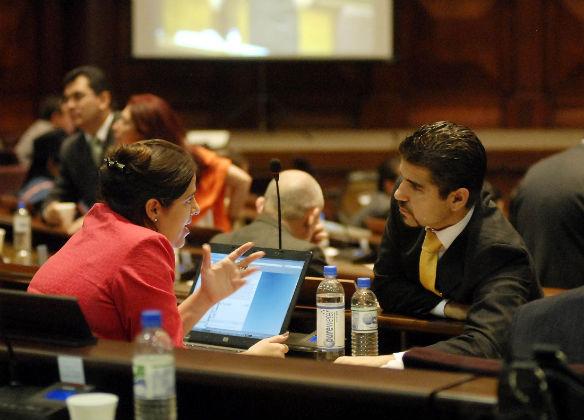 Postergan debate de polémica ley de comunicación