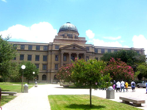 Tiroteo cerca a Universidad de Texas deja varios heridos