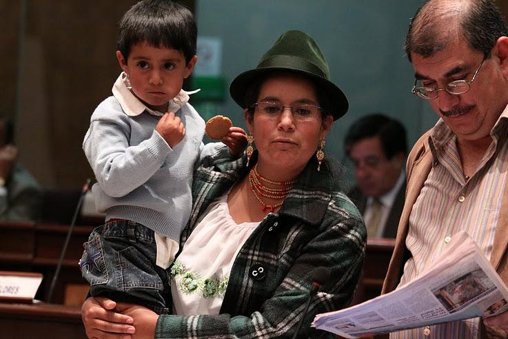 Tibán critica a Correa por sus mensajes sexistas