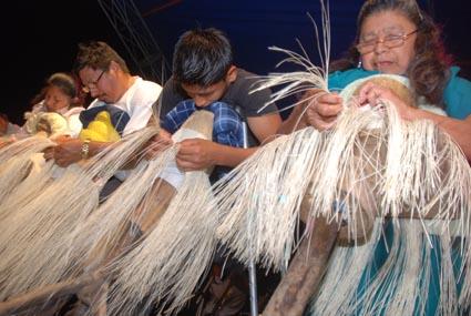 Un oficio tradicional, tejido con toquilla