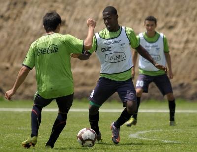 Vizuete define alineación para juego contra Colombia