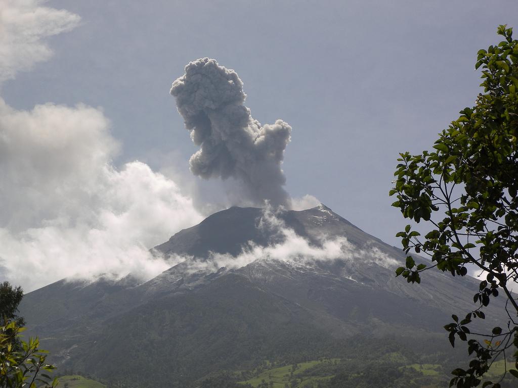 Imagenes De Baños Ambato: vuelve a rugir tras una pausa de diez días