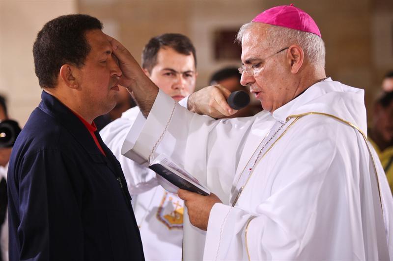 Chávez dice que no se descarta que le apliquen radio o quimioterapia
