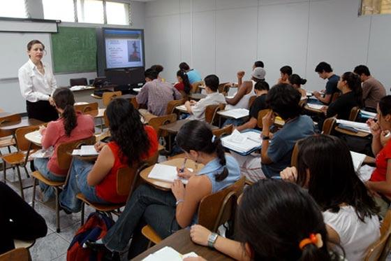 La FEUE se opone a los examenes de admisión
